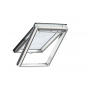 Finestra con apertura a vasistas 55 cm x 98 cm Legno di pino laccato bianco Profili esterni in zinco al titanio Vetro triplo Thermo 2 Plus la finestra per la Svizzera